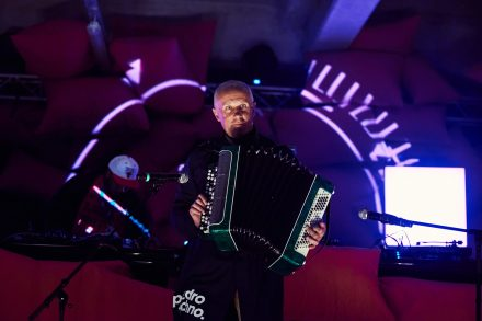 Akordeonista, którego na co dzien możemy spotkać na ul. Suraskiej w Białymstoku, fot. Damian Przestrzelski