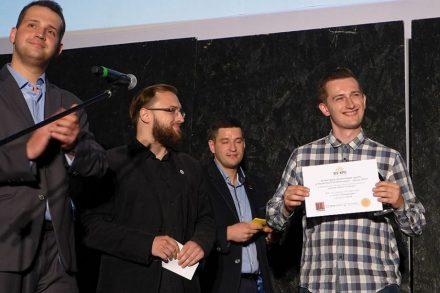 Piotr Czarny odbiera nagrodę w centralnym konkursie Polskiego Stowarzyszenia Piwowarów Domowych w Cieszynie