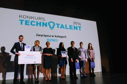 Zwycięzcy i wyróżnieni w kategorii Biznes. Gala Finałowa Technotalenty 2016, fot. PP
