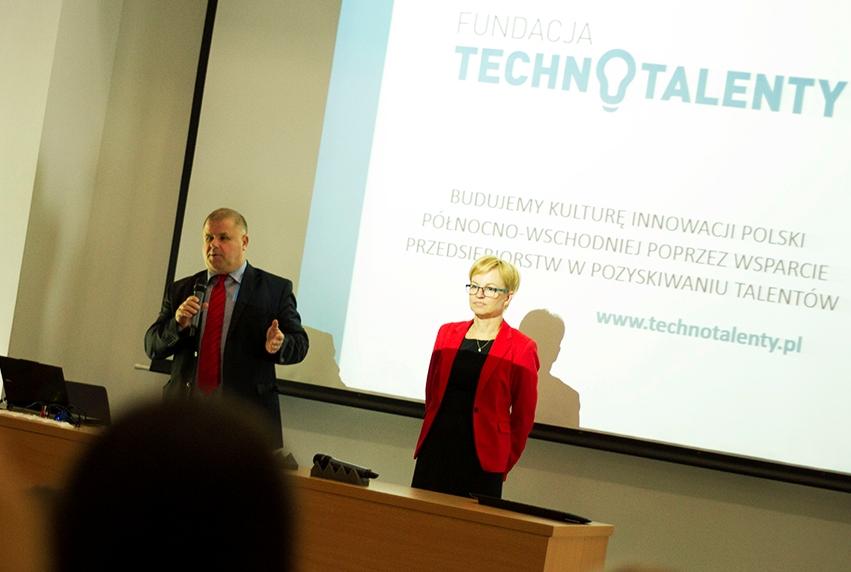 Od lewej: Adam Walicki i Jolatna Koszelew - Zarząd Fundacji Technotalenty, fot. Politechnika Białostocka