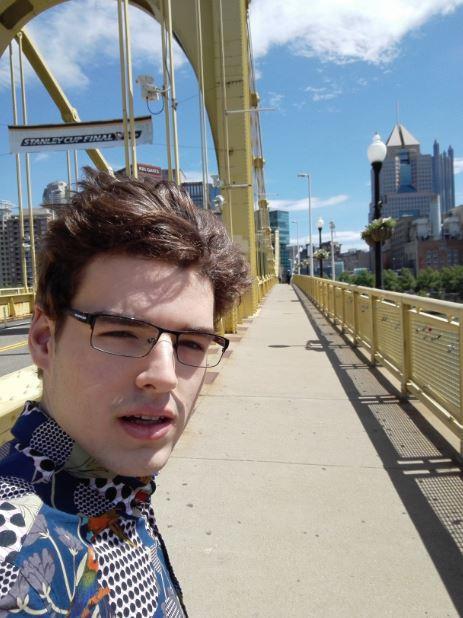 Pittsburgh. Na zdjęciu: żółty, stalowy most na rzece Allegheny. Źródło: własne
