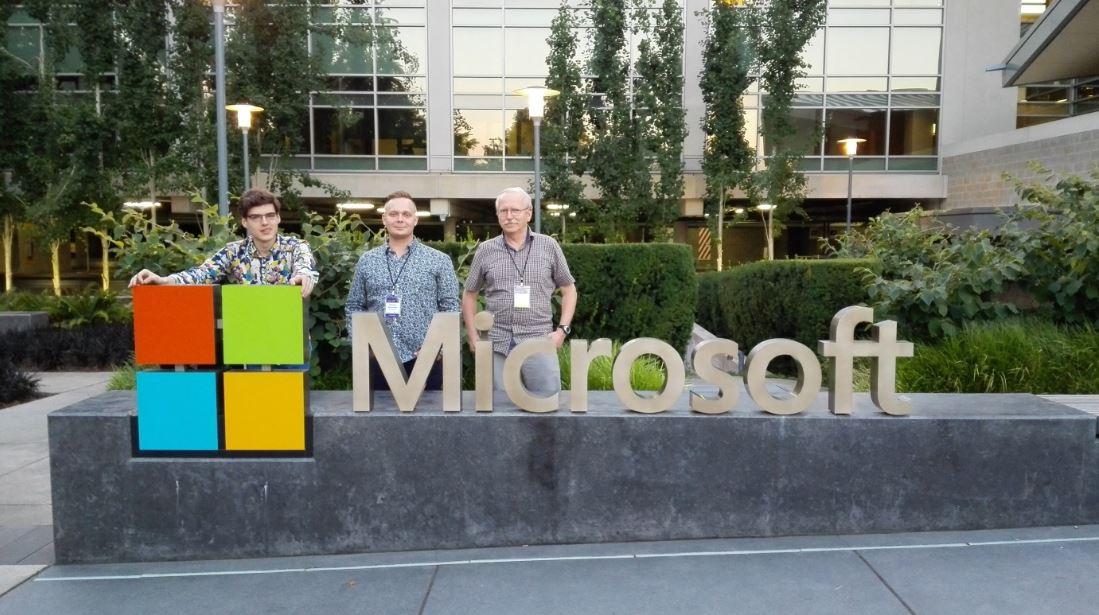 Prezentacja wynalazku w Seattle, w głównej siedzibie Microsoftu. Dzień przed wspólnym wykładem z CEO. Źródło: Microsoft