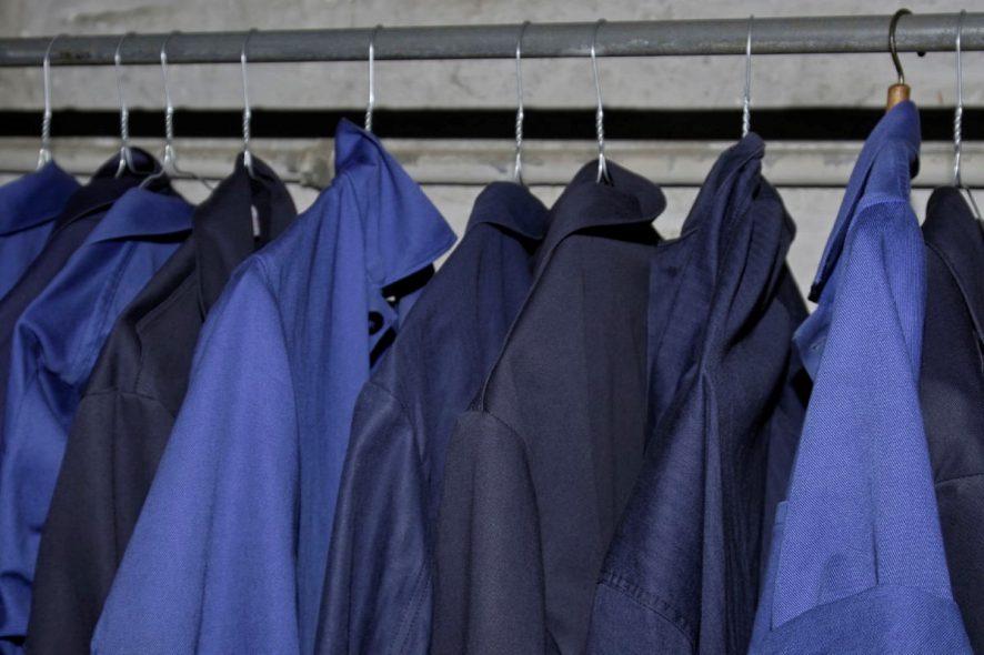09c73582fe99f8 Pracodawca ma obowiązek dostarczyć pracownikowi nieodpłatnie odzież i obuwie  robocze, spełniające wymagania określone w Polskich Normach.